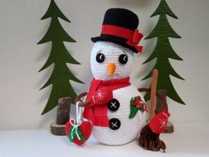 Opskrift på hæklet Snemand med høj hat