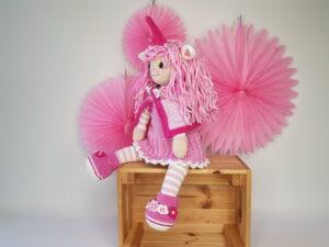 Opskrift på hæklet dukke klædt som enhjørning